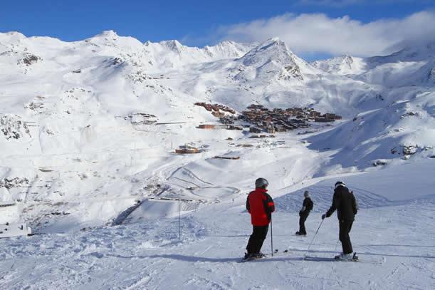 Skier à la station de ski de la Norma